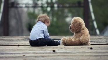 child-alone01